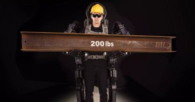 Exoskeleton suit allows construction workers to lift 90 kgs